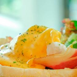 Grand Eggs Benedict
