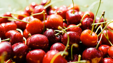 Rich in fiber and potassium, sweet cherries will give you only 100 calories per cup