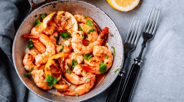 Lemon shrimp with garlic butter in a pan
