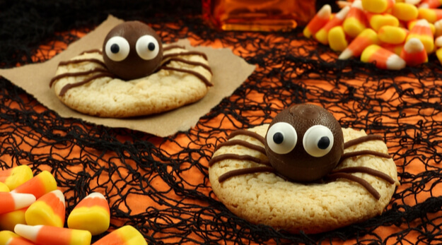 spider cookies with chocolate candies